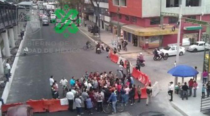 CDMX: Por falta de a gua, colonos bloquean el Eje 3 Oriente (Milenio)