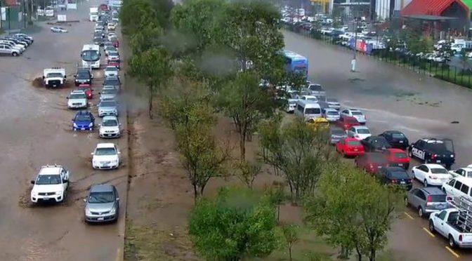 Hidalgo: Lluvia provoca cierre de la México-Pachuca (Milenio)