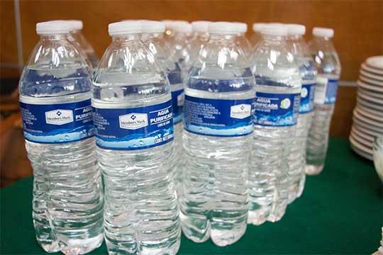 México: Cuidado, el agua embotellada también tiene caducidad (Excelsior)