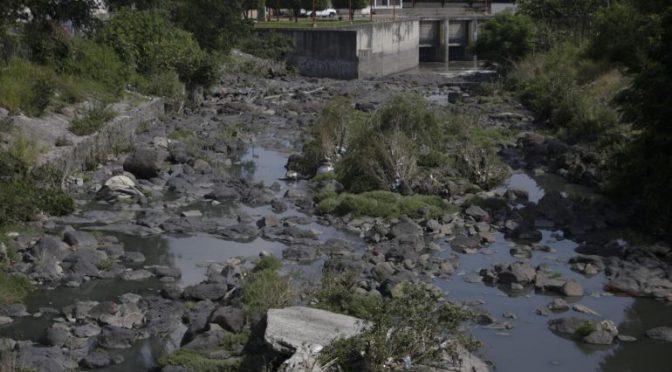Jalisco: Vecinos de la colonia Rancho Nuevo atribuyen dengue al agua del arroyo y falta de prevención (Informador)