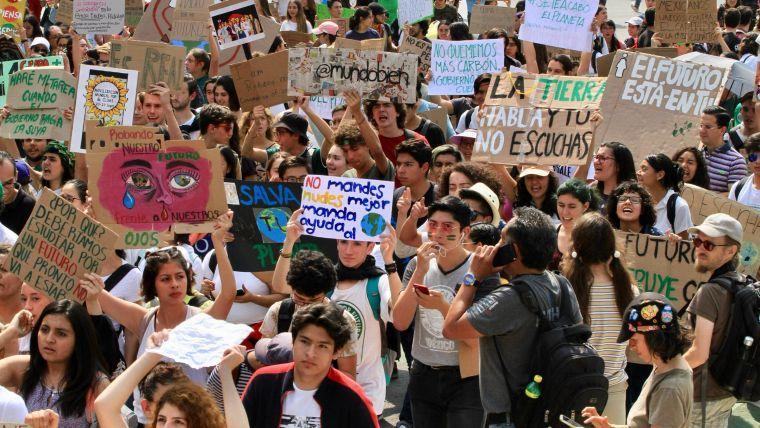 CDMX: Jóvenes piden a AMLO declarar emergencia climática en México (El Economista)