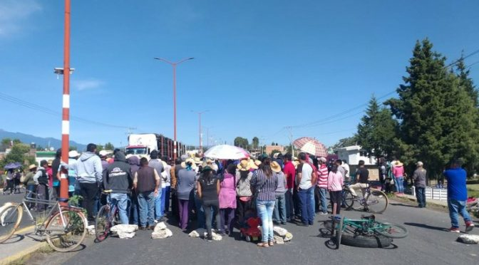 Puebla: Bloquean carretera federal a México por ducto de residuos industriales (La Jornada)