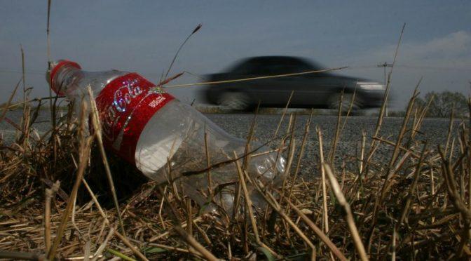 El 80% de mexicanos consume agua embotellada: investigadora (La jornada)
