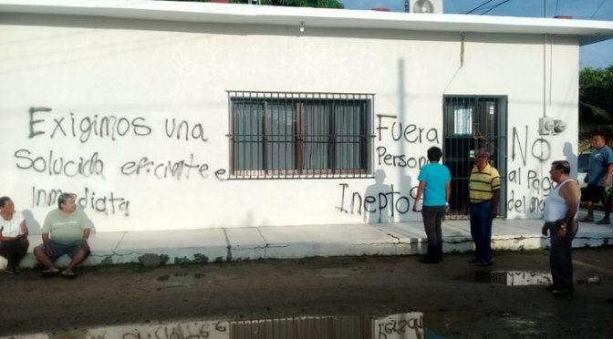 """Oaxaca: """"Toman"""" sede de CFE en Unión Hidalgo, por desabasto de agua (La Jornada)"""