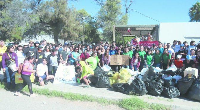 Sonora: Recogen de Bahía de Kino 1.4 toneladas de basura (El Imparcial)