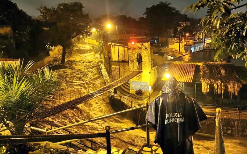 Veracruz: Llueve en 5 horas lo equivalente a una semana: SPC; cerrarán Paseo del Río por una semana ( La jornada)