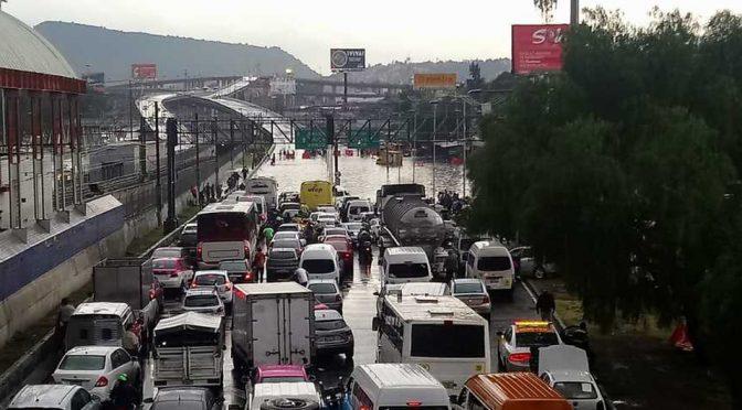 CDMX: Calzada Ignacio Zaragoza queda inundada tras lluvias en Iztapalapa (Milenio)
