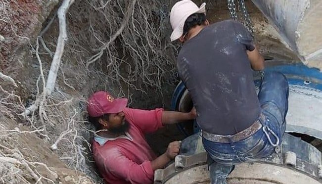 Ecatepec: Empleados rompen tubería en Ecatepec y tres colonias se quedan sin agua potable (El Universal)