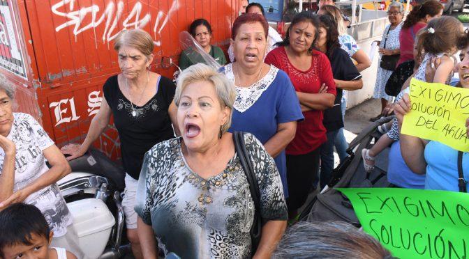Torreón: Vecinos de la colonia Nueva Aurora reclaman por falta de agua (El Siglo de Torreón)