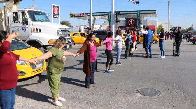 Vecinos bloquean vialidad por falta de agua en Villas La Merced (El Siglo de Torreón)