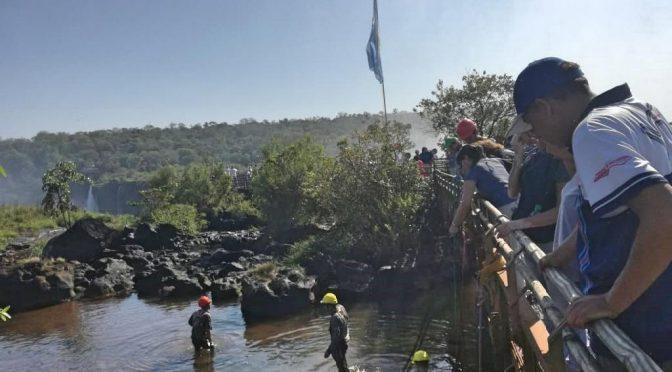Argentina: limpiaron el lecho del río y encontraron 90 kilos de monedas y llaves (La voz)