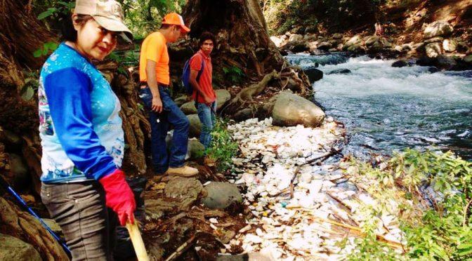 Veracruz: Huiloapan 'ensucia' más al río Blanco (El Mundo)