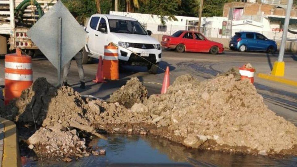 Mazatlán: Constructora rompe tubería de agua potable, al sur de Mazatlán (Debate)