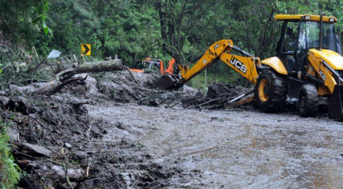 México: Alertan por desbordamientos ríos y presas por Narda (24 horas)