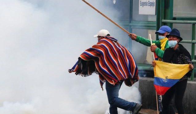 Ecuador: faltan alimentos, agua y combustibles por los bloqueos de rutas y las protestas (Infobae)