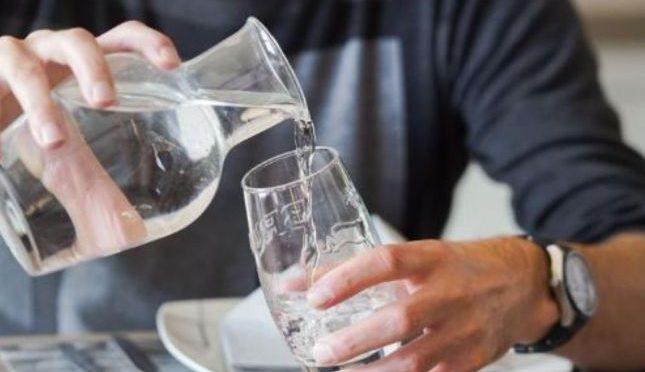 Belgica: Un restaurante sirve agua potable reciclada de sus baños (El caso)