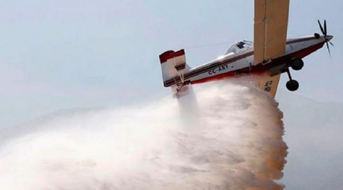 Los Ángeles: Aviones cisterna recogen agua del océano para apagar incendios en EU (Uno TV)