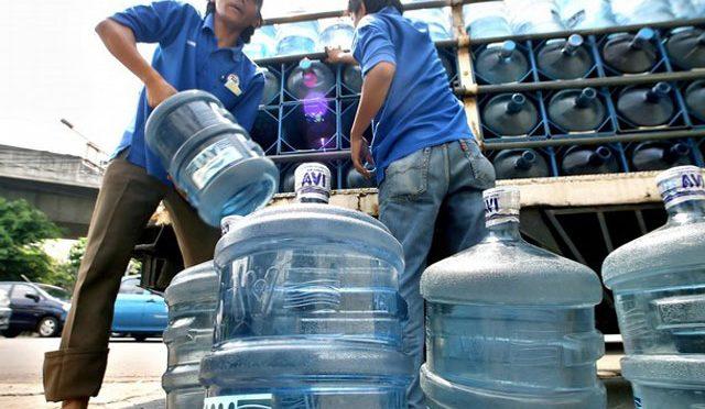 En 90% de los hogares mexicanos se desconfía de la red pública del agua y 98% prefiere comprarla embotellada (Infobae)