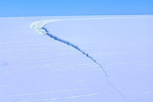 Iceberg con 315 gigatoneladas de hielo se desprende de plataforma de la Antártida (La Jornada)