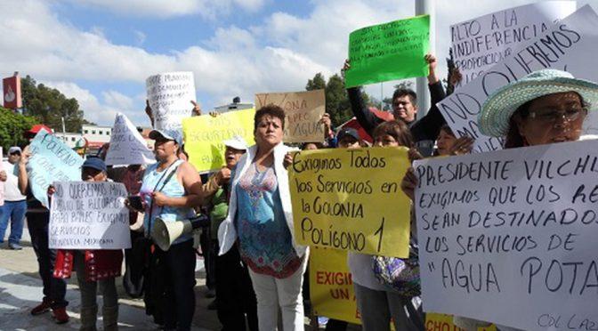 Vecinos de la 'V zona' de Ecatepec demandan agua potable (Milenio)
