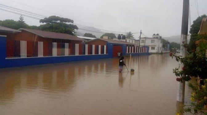 Oaxaca: Lluvias desbordan ríos y dañan viviendas (El Diario)