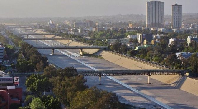 Tijuana: Por cadáver derraman millones de litros de agua negra en EU (Puente Libre.mx)