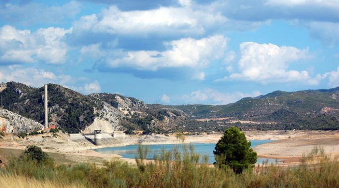 La escasez de agua embalsada golpea a España (Ambientum)