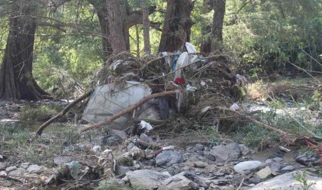 Nuevo León: Las Tinajas: con descuido, peligro y contaminación (El Horizonte)