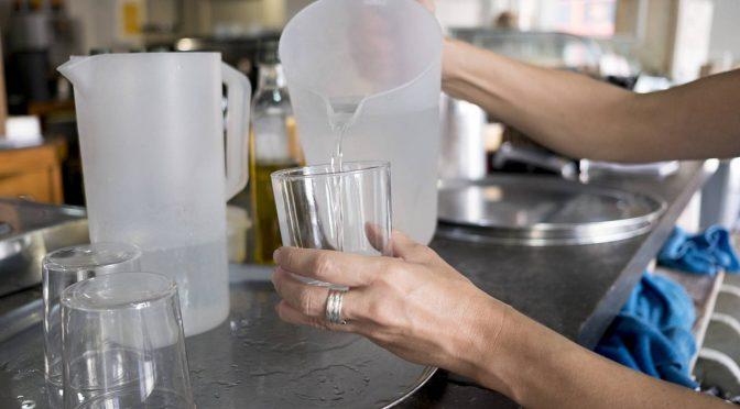 Preocupantes niveles de plomo en el agua de un tercio de los hogares canadienses (El País)