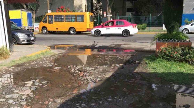 Fuga de agua lleva 1 mes sin arreglo en Coyoacán (Excelsior)