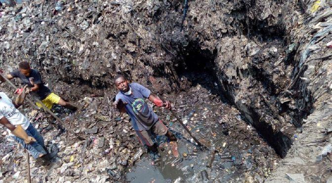 La terrible vida de los trabajadores de saneamiento en los países en desarrollo (Press Digital)