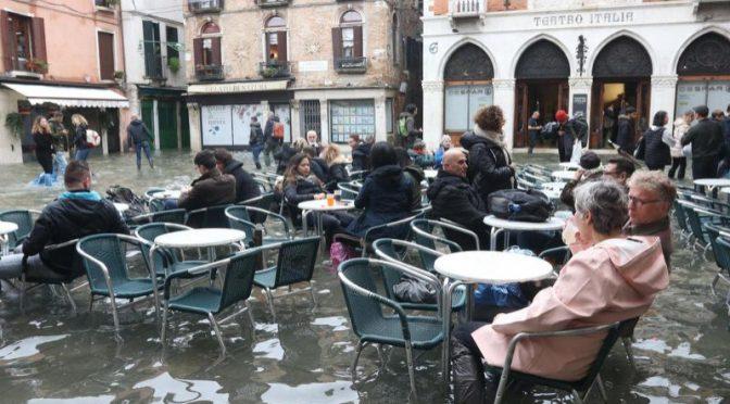 No solo Venecia: el agua ahora amenaza a Florencia y Pisa (Yahoo Noticias)