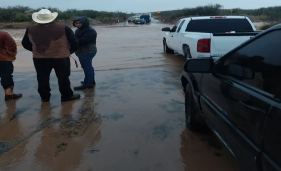 Sonora: Lluvia provoca cierres en carreteras e incomunica a sonorenses (El Universal)
