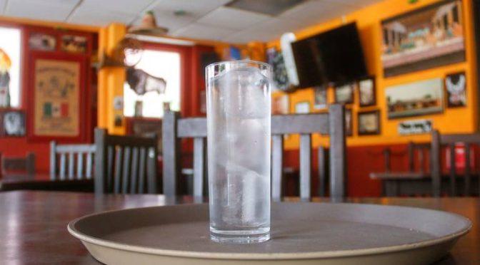 Restaurantes darán agua gratis (Diario de Querétaro)