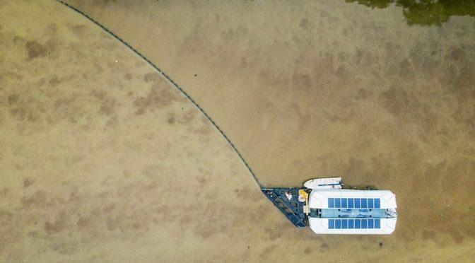 El Interceptor de The Ocean Cleanup saca 50.000 kg de plástico al día de los ríos (EcoInventos)