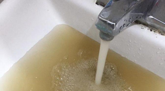 Llega agua sucia a casas por calibraciones de Comapa en Zona Conurbada (Milenio)