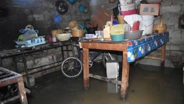 Tlaxcala: Brotan aguas negras en sanitarios de Guadalupe Ixcotla por sobrecarga de drenaje (Urbano)