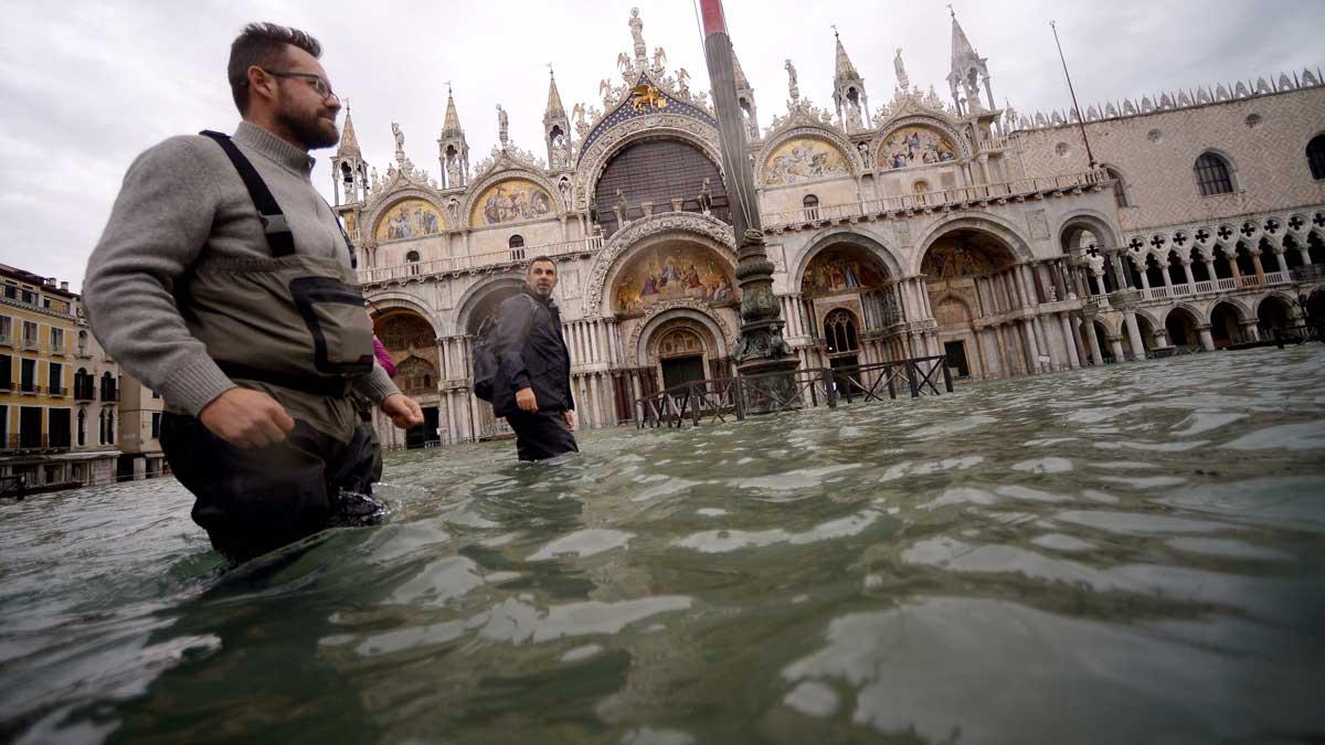 El Acqua Alta sigue sin dar tregua en Venecia (El Periódico)