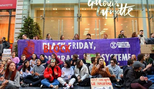 Locura por 'Black Friday' se hace global (La Jornada)