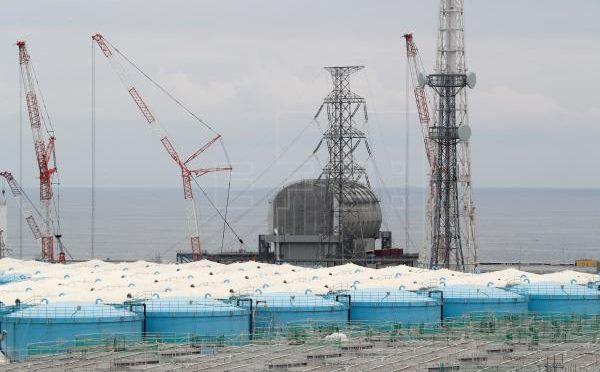 Japón considera seguro verter al mar agua acumulada en la planta de Fukushima (EFE)