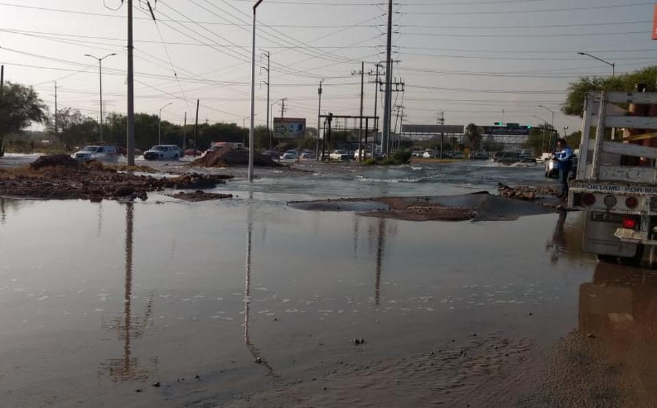 Reportan mega fuga de agua potable en el Centro de Monterrey (Multimedios)