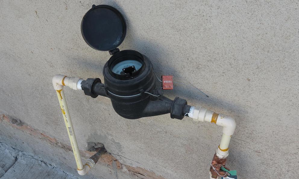 Hay déficit de 200 mil medidores de agua (Plano Informativo)
