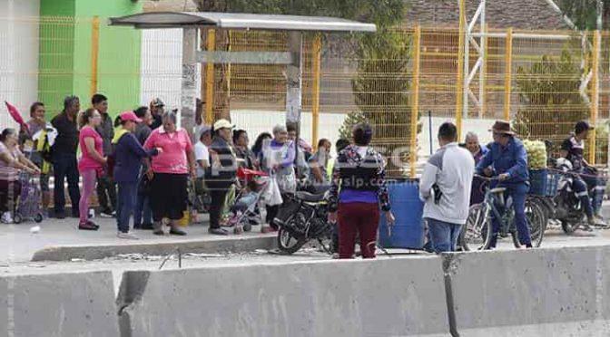 San Luis Potosí: Vecinos bloquean el Periférico ante la falta de agua (Pulso)