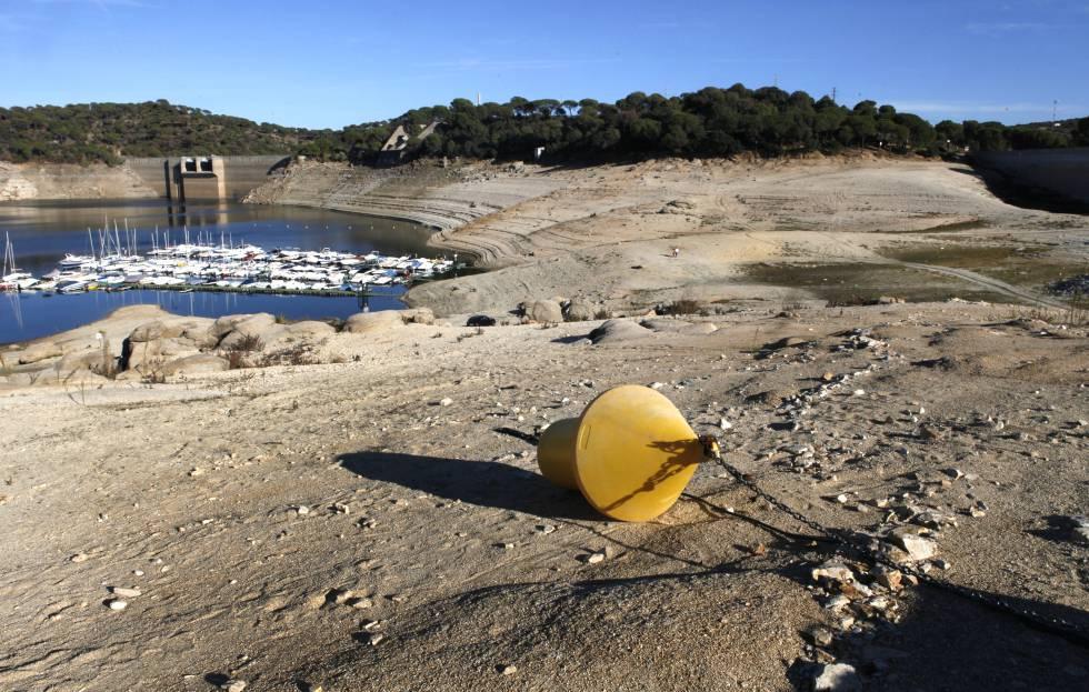 Madrid: La escasez de agua potable en las casas obligará a usarla reciclada (El País)