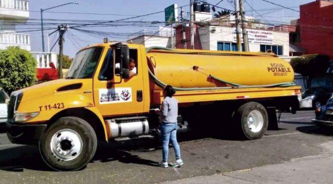 CDMX: Alertan por venta de agua durante recorte (La Razón)