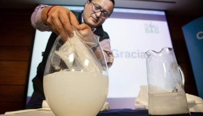 Una bolsa soluble en agua, alternativa al plástico (Publimetro)