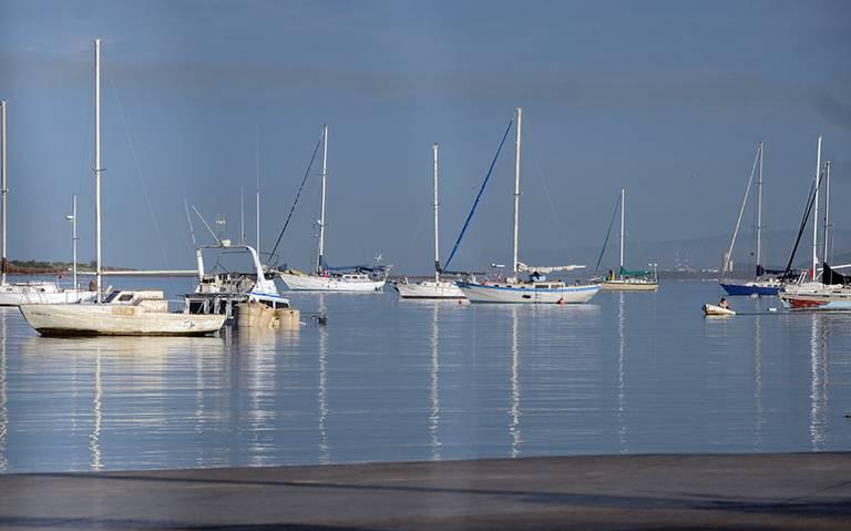 Yates fondeados en la bahía de La Paz tiran aguas negras al mar (El sudcaliforniano)
