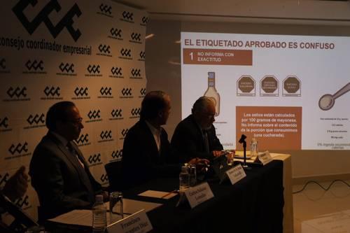 México: Agua, café, té y fórmulas para bebés, exentos de la NOM051 (La Jornada)