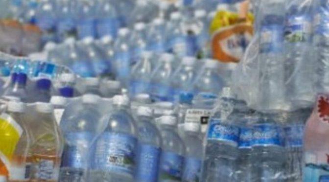 Mexicanos, quienes consumen más agua embotellada en el mundo (Golfo Pacífico)