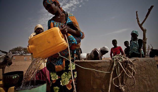 Los problemas de agua se podrían solucionar invirtiendo un 1% del PIB mundial (El Agora)